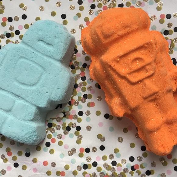 Lush Robots: Ickle Baby Bot + Tick-Tock Bath Bombs